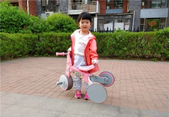 柒小佰变形儿童车体验记:炫酷漂亮趣味多