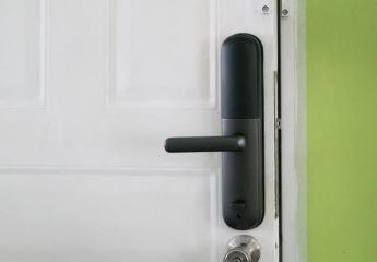 小滴云智能指纹锁T82:不怕开锁小黑盒,普通人家也可用