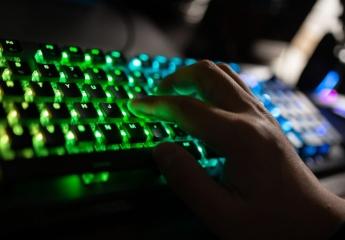 【金测评】冰豹ROCCATVulcan120AIMO机械键盘体验:灯骚,颜高,活儿好!