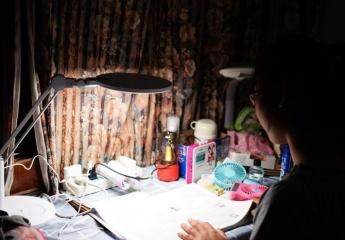 孩视宝新型全光谱台灯VL235B:孩子学习最需要的礼物