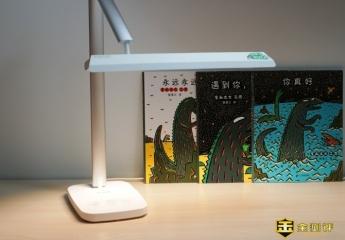 【金测评】眼爸爸台灯体验:光线均匀,更适合长时间学习