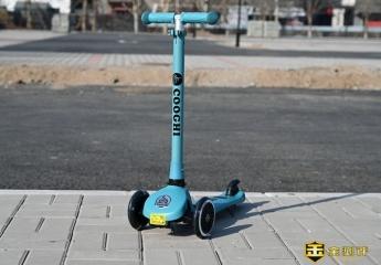 【金测评】酷骑V1体验:轻便好玩的儿童滑板车,炫丽又安全