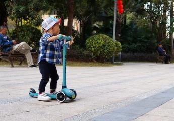 【金测评】从小玩到大,酷骑V1滑板车给足童年乐趣