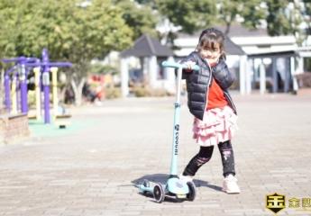 【金测评】小朋友的新座驾,发光滑板车,让快乐随行