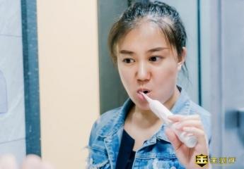 """【金测评】刷牙是要清洁还是要护牙?扉乐电动牙刷""""不伤牙""""才能清洁牙"""