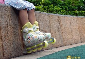 【金测评】追风少女上线,脚踩酷骑轮滑鞋上演速度与激情